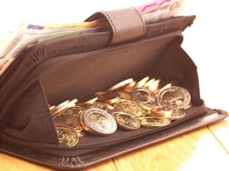 Európska komisia dala predčasom vypracovať posúdenie prípadného vydávania jednoeurových a dvojeurových bankoviek. Tlač bankoviek s hodnotou jedného a dvoch eur podporili europoslanci už pred siedmimi rokmi.