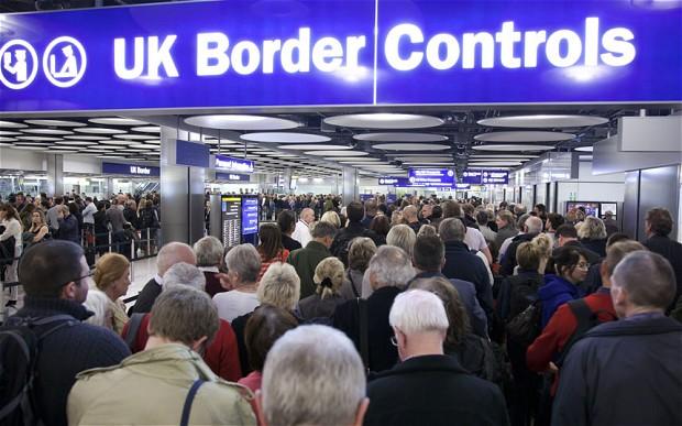 Britský štatistický úrad napríklad uvádza, že prisťahovalci zo štátov, ktoré vstúpili do EÚ v roku 2004, vrátane Slovenska, obsadzujú predovšetkým tie pracovné miesta, o ktoré britskí zamestnanci nestoja. Niekedy sú totiž prisťahovalci nielen ochotní prijať špinavú, náročnú a nebezpečnú prácu, ktorej sa britská pracovná sila vyhýba, ale majú aj veľmi dobrú pracovnú etiku. Foto: The Daily Telegraph