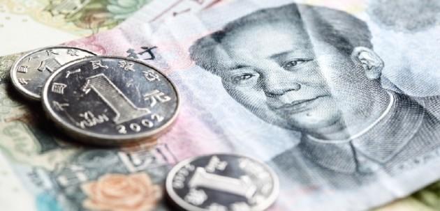 Druhá najväčšia ekonomika sveta v decembri 2015 dosiahla veľké politické víťazstvo. Medzinárodný menový fond potvrdil zaradenie čínskej meny jüan do koša hlavných svetových mien najneskôr od októbra 2016. V elitnom klube sa už dnes nachádza americký dolár, euro, japonský jen a britská libra. Veľký politický úspech premení Čína na ekonomický až po tom, čo jüan začnú ako svetovú rezervnú menu používať aj súkromné banky a nielen Medzinárodný menový fond. Zdroj: Foto: SITA/AP