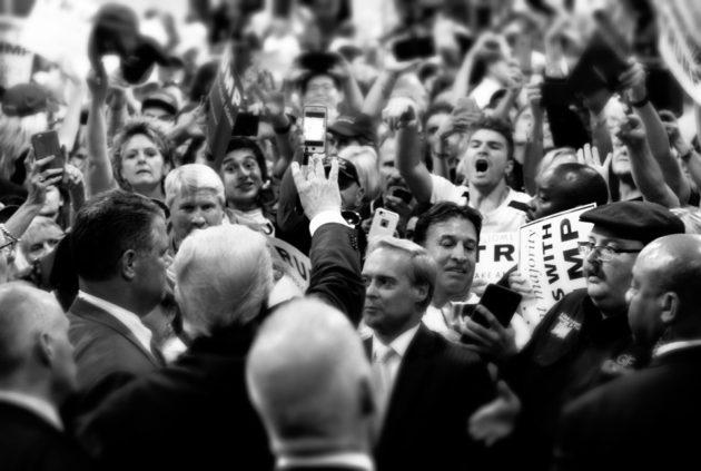 Populizmu a radikalizmu začína v Európe pribúdať. Už z nedávnej minulosti sa však ukázalo, že populistické a extrémistické strany v Európe, ktoré zasadli do parlamentu, zvyčajne rýchlo stratili podporu ľudí. Ukázalo sa, že ich sľuby nenaplnia očakávania voličov. V týchto stranách takisto viac vidieť mocenské boje v rámci strany, čo je v tradičných stranách v menšej miere, resp. neohrozujú tým samotnú existenciu strany. FOTO ZDROJ: www.theatlantic.com